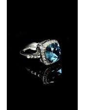 白金鑲藍水晶戒指