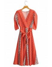 橘紅色碎花及膝洋裝